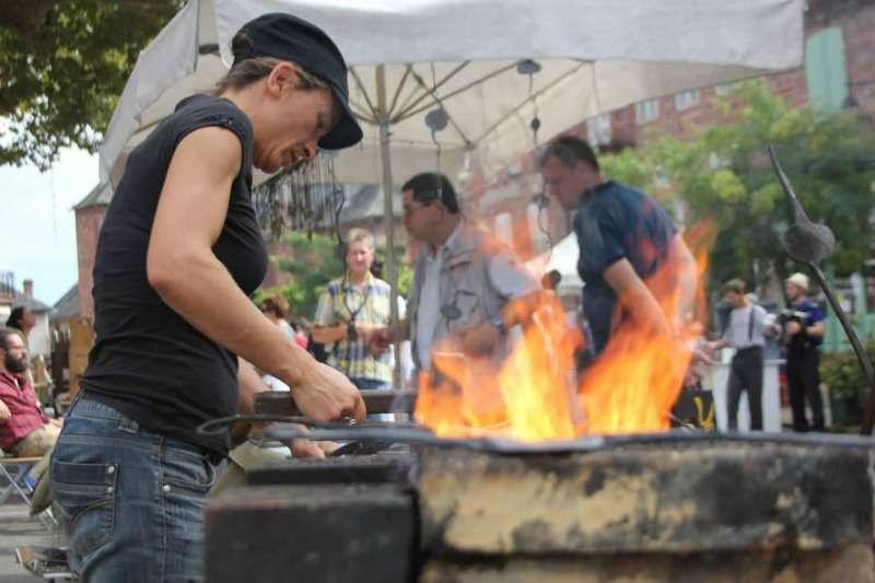 Festival des arts du feu terra mano meyssac vall e de la dordogne tourisme rocamadour - Office de tourisme collonges la rouge ...