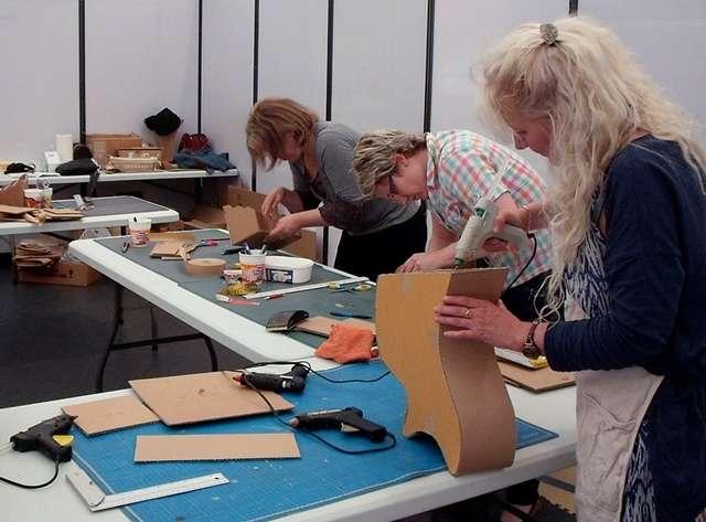 Ateliers objets et meubles en carton avec coeur de carton for Atelier du meuble rustique