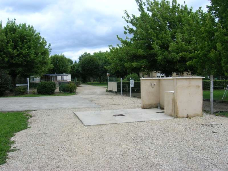 Aire de services des quatre routes du lot les quatre for Aire jardin des causses du lot