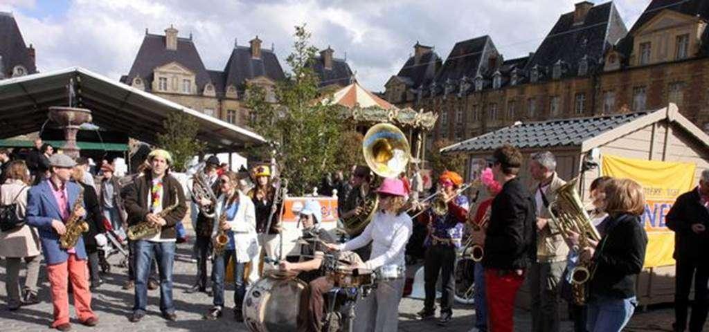 Festival des confr ries 2017 charleville m zi res site - Salon moto charleville ...