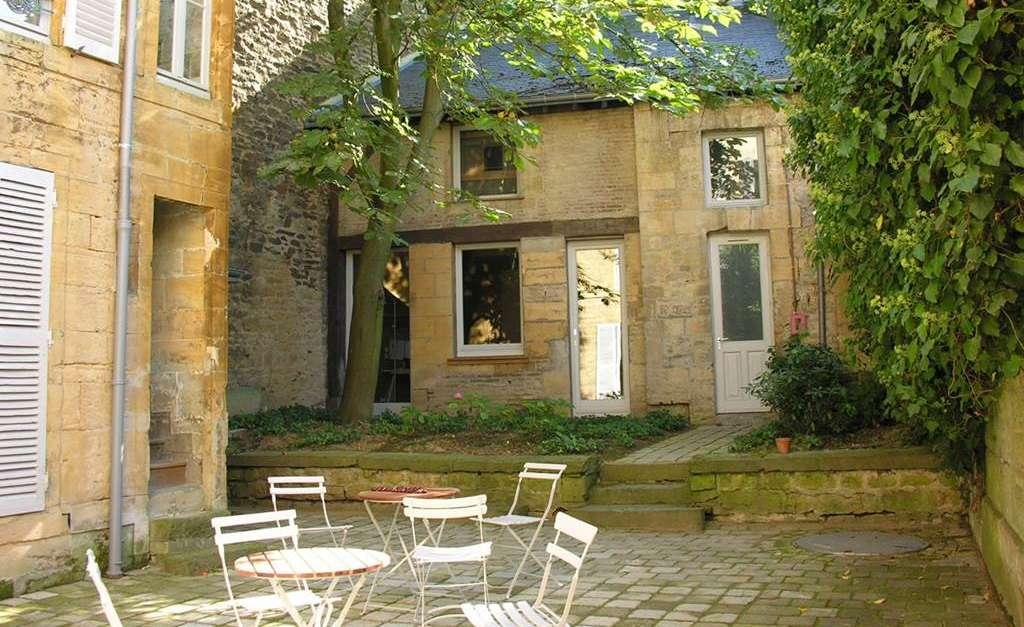 Maison d 39 arthur rimbaud maison des ailleurs for Salon moto charleville