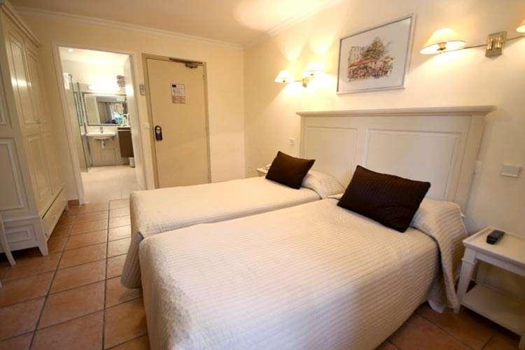 h tel beau site h tels antibes site officiel de l 39 office de tourisme. Black Bedroom Furniture Sets. Home Design Ideas
