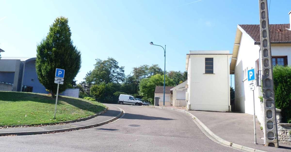 Parking Maison Du Peuple Commerce Et Service Chagny
