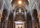 Entrée et orgue de l'Église Saint-Vaast de Béthune.jpg
