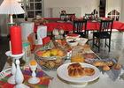 Nidadour table buffet.JPG