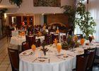 Salle à manger au Centre de Rencontre des Générations à Nouan le Fuzelier