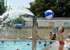 garcon ballon jeux d'eau.jpg
