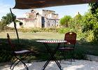 Terrasse avec vue sur la cité fortifiée de Larressingle