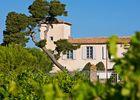 chateau de siran - le chateau vu des vignes