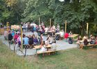Camping-Les-Etangs-La-Richardais-tables-festives-jour