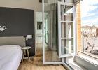 Chambre_Privilège_vue_place_du_Capitole_Hotel_du_Taur_vue_fenetre_ouverte_sur_Capitole
