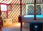yourte rouge-interieur-credit-Asinerie-den-manaou-thil