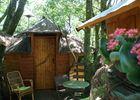 CabanesSilvae-Camps_cabaneLoriotsTerrasseFleurie