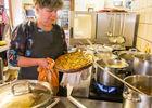 En cuisine avec Monique - Restaurant Lou Bourdié à Bach ©© Lot Tourisme - C. Novello 160414-121815