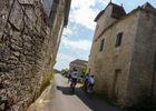 Espédaillac - Cyclistes dans les ruelles du village _10 © Lot Tourisme - C. Sanchez