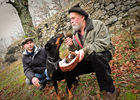 Les Boris père et fils et leur chien truffier_01 © Boris - Lot Tourisme