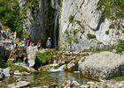 Randonneurs-a-la-cascade-de-Sanchese-LESCUN