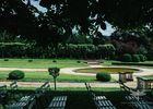 Cérémonie laïque sous les tilleuls du jardin à la française