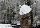 Menhir de la Roche neige