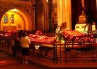 Basilique Sainte Therese, prière devant les bougies - Lisieux