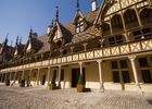 cour-hospices-de-beaune---beaune-tourisme---f-vauban-min_30089439325_o