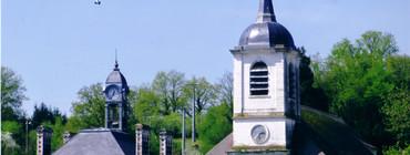 vue de l'église et mairie.jpg