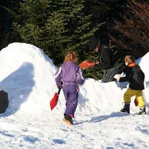Construction d'igloo sur l'Espace Nordique du Val d'azun