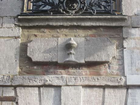 Guided tour: Old CARVED signs