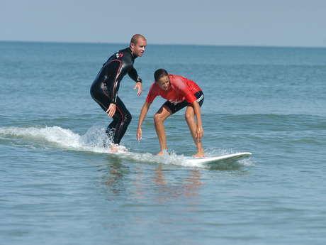 COURS DE SURF INDIVIDUEL OU EN FAMILLE PAR SWIM AND SURF