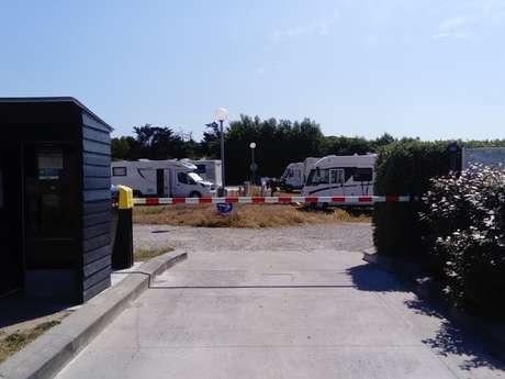 AIRE DE STATIONNEMENT CAMPING CARS SAINT-CLEMENT-DES-BALEINES