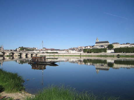 Traditional boat trips in Blois