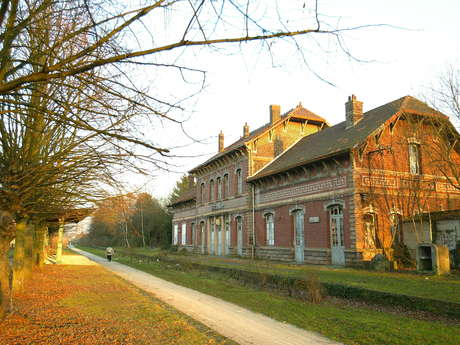 Gare de Fresnes et cavalier Somain-Peruwelz