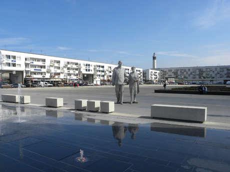 La Statue Des Epoux De Gaulle et la Place d'Armes