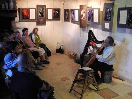 """Veillée de Samain contée par Ozégan et ses instruments """"Contes et musique des 3 mondes"""""""