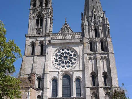 """La cathédrale de Chartres, déclarée de """"valeur universelle""""... Pourquoi ?"""
