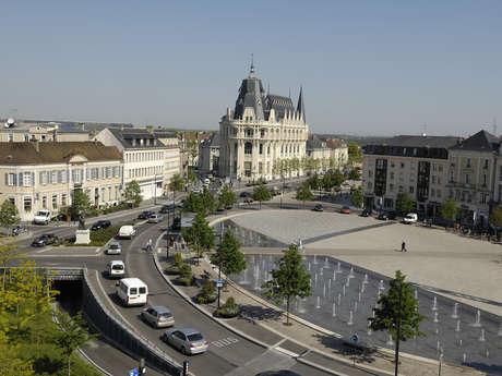Place des Epars, place des Halles, place St-Michel...