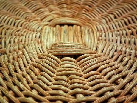 Atelier vannerie : fabrication panière en rotin