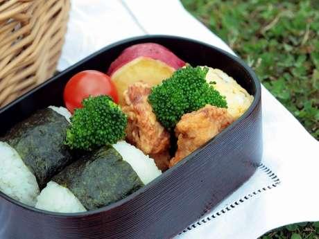 Atelier cuisine japonaise avec Midori Takeda de l'association Ajisai.