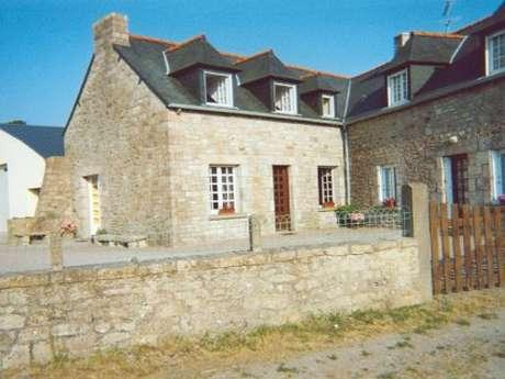 Maison bretonne avec jardin arboré