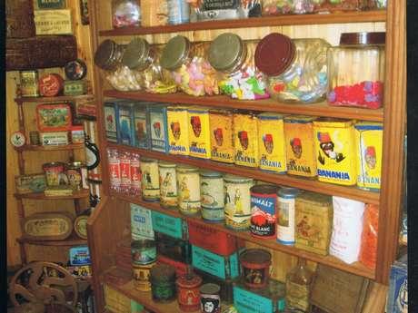 Exposition : l'univers d'un café bazar, épicerie des années 30 à 50.