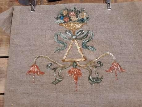 Atelier Osez Joséphine ! Peinture à la caséine et dorure à la feuille.