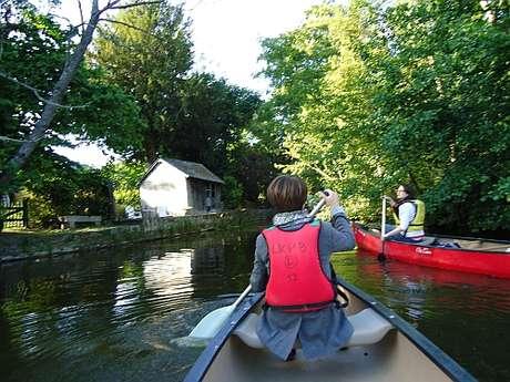 Visite guidée de Montfort-sur-Meu en canoë kayak