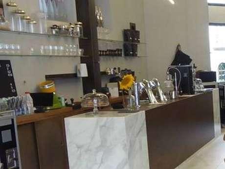 Miki, Coffee Shop
