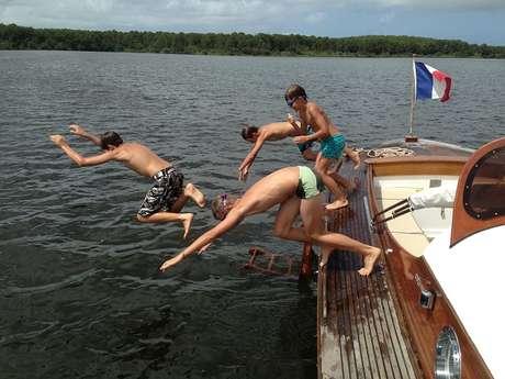 Robinson : balades en pinasse sur le lac de Lacanau