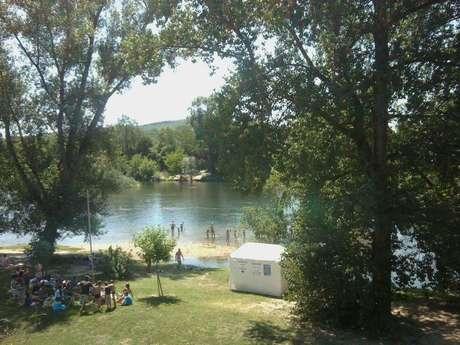 Baignade dans la rivière Lot à Castelfranc