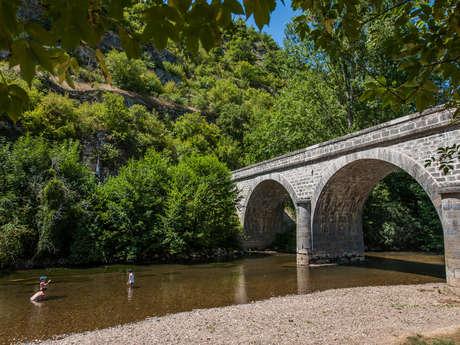 Baignade dans la rivière Célé à Espagnac Sainte Eulalie