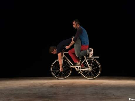 "Un ""Genre"" de Festival : Théâtre Vélo Acrobatique  ""Dad Is Dead"" par la Cie Mathieu Ma Fille Foundation"