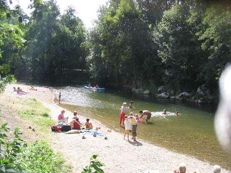 Baignade dans la rivière Célé à Sauliac sur Célé