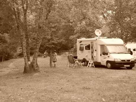 Aire de camping-car à la ferme du Grand Castagnet (réseau France Passion)