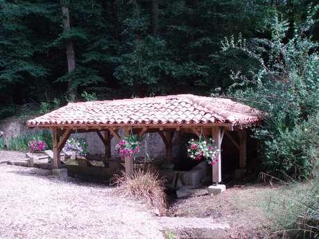 Fontaine et lavoir de Coudures